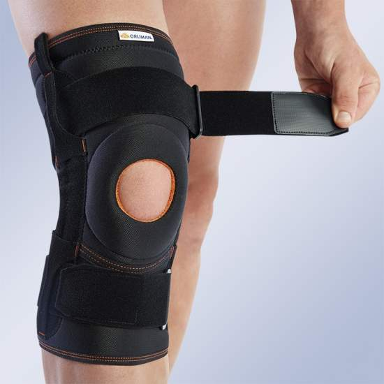 KNEE PAD WITH FLEXIBLE SIDE REINFORCEMENTS