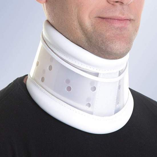 Adjustable semi-rigid collar